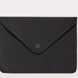 Lululemom Out on top envelope pouch
